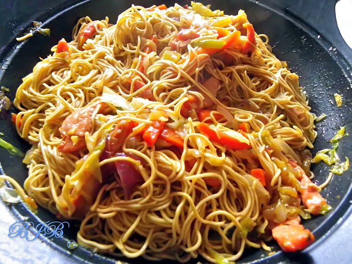 Image Source https://bluejellybeans.wordpress.com/2013/02/13/pork-chow-mein/