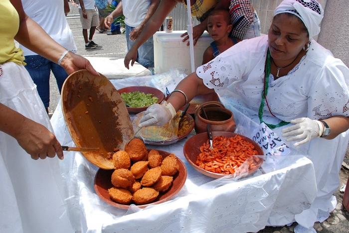 Image Source http://www.youbrasile.com/wp-content/uploads/2013/06/acaraj%C3%A9-Salvador-de-Bahia.jpg