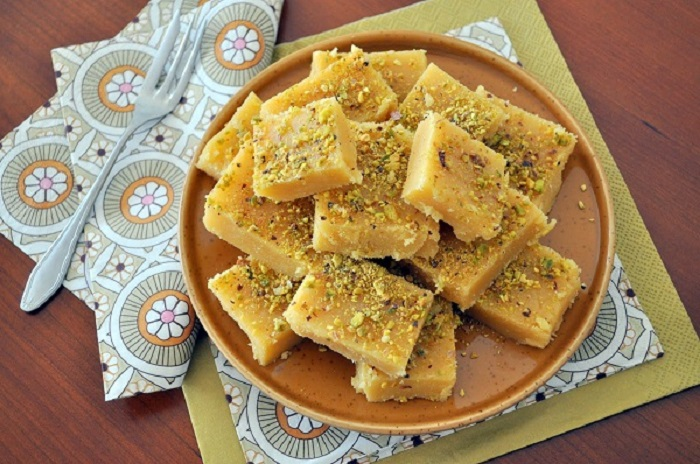 Image Source http://www.vegidea.org/2012/04/indian-chickpea-flour-fudge-mysore-pak.html