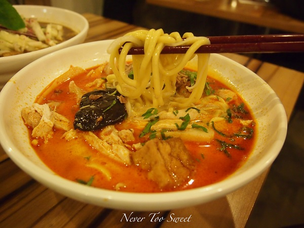 Image Source http://nevertoosweetforme.com/2012/10/08/famous-laksa-laksa-king/