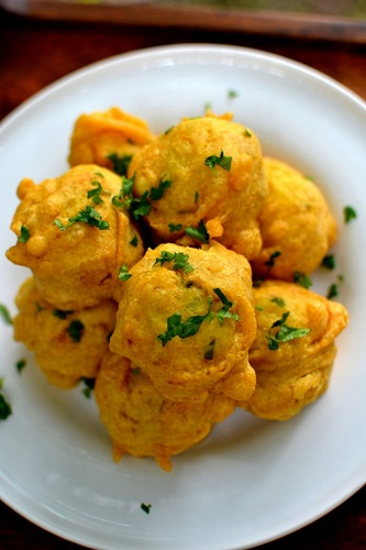 Image Source https://spiceinthecity.wordpress.com/2013/07/05/deep-fried-love-mumbai-style-batata-vada/
