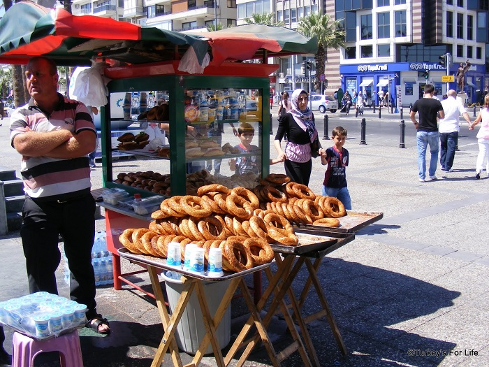 Image Source http://www.turkeysforlife.com/2013/01/turkish-food-great-simit-gevrek-mystery.html