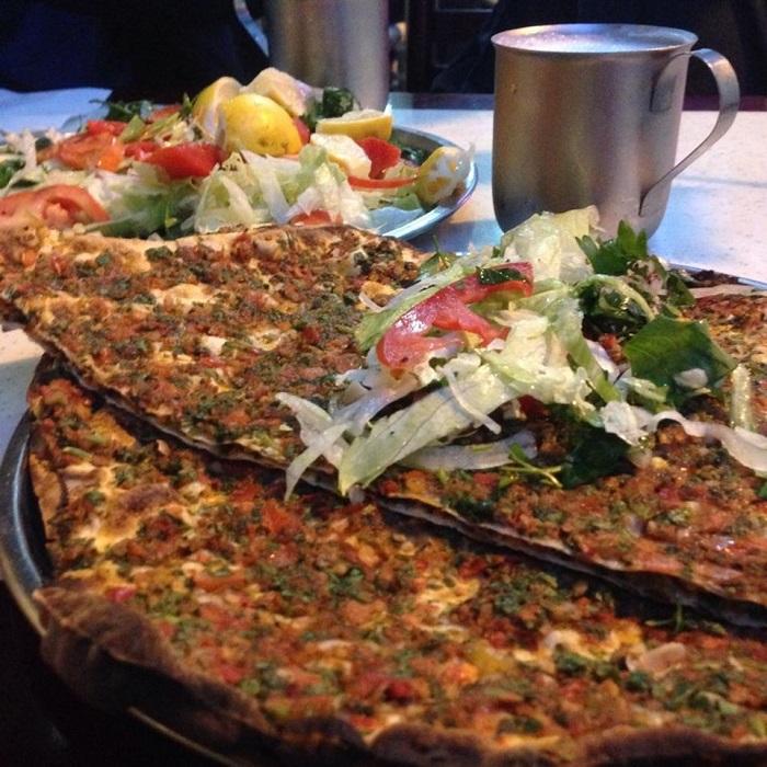 Image Source http://harbiyiyorum.com/istanbuldaki-en-iyi-7-lahmacun/