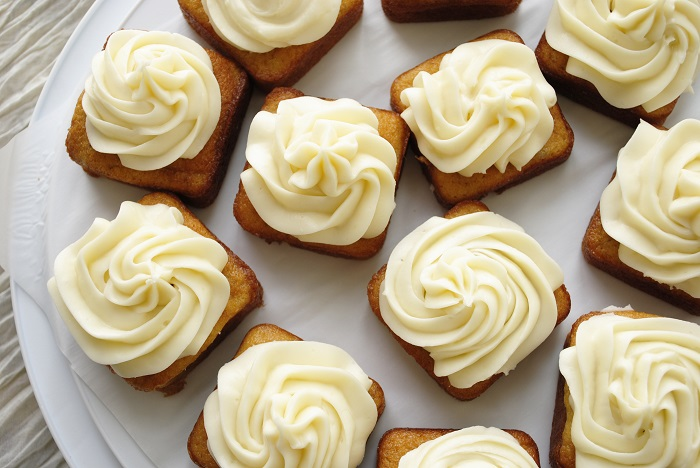 Image Source  http://garlicgirl.com/2012/04/09/mini-banana-cakes-cream-cheese-frosting/