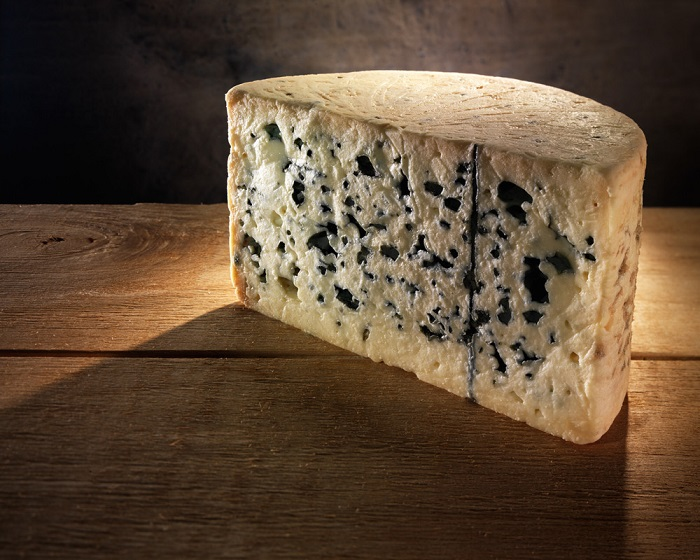 Photo Credit https://www.reddit.com/r/BlueCheese/comments/29gf35/roquefort_vernieres_my_favourite_blue_cheese_of/