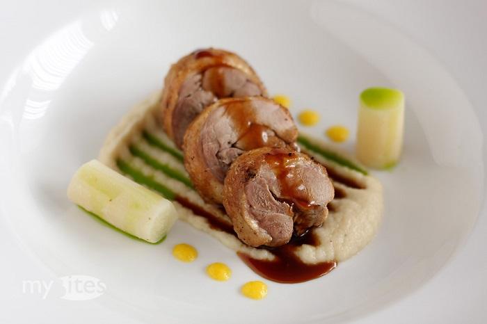 Photo Credit http://mybites.de/2012/01/duck-leg-salsify-mandarin-basil-quince/