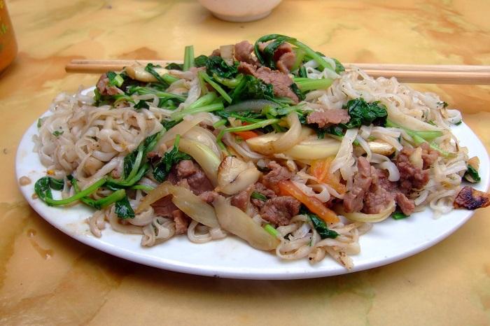 Photo Credit  http://vietnamesefood.biz/vietnamese-main-dish-recipes/vietnamese-pho-recipes/fried-pho-with-vegetable-recipe-pho-xao.html