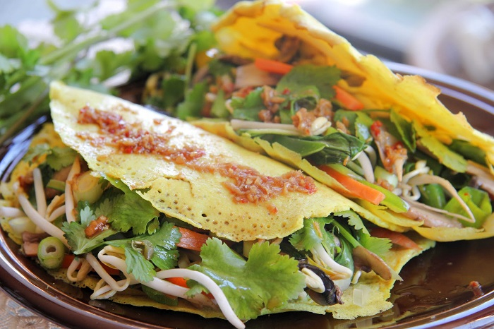 Photo Credit  http://talistomatoes.blogspot.in/2012/08/vietnamese-pancakes-banh-xeo.html