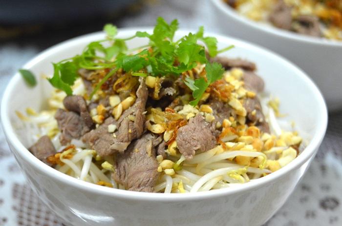 Photo Credit  https://mylifeatkeuka.wordpress.com/2015/03/27/wine-paring-with-vietnamese-food/
