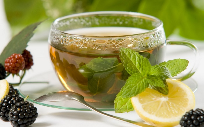 Photo Credit https://healthbeautyzone.wordpress.com/2015/07/16/top-13-benefits-of-peppermint-tea/