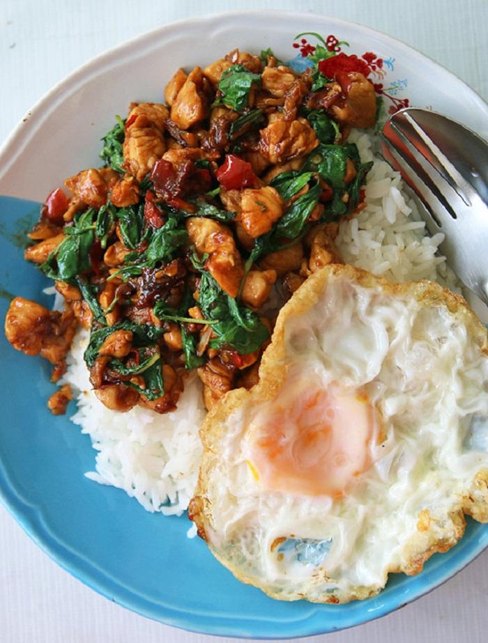 Image Source http://www.eatingthaifood.com/2014/01/thai-basil-chicken-recipe-pad-kra-pao-gai/