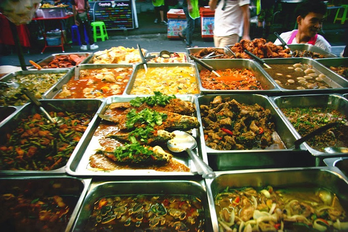 Image Source http://adventurefoodie.blogspot.in/2015/01/10-khao-san-rd-food-tips.html