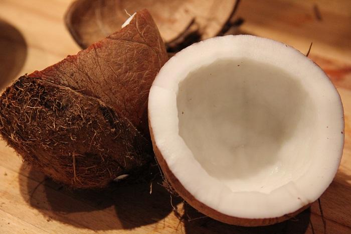 Photo Credit https://thelemursarehungry.wordpress.com/2011/02/06/fresh-coconut-and-pomelo-spicy-salad/