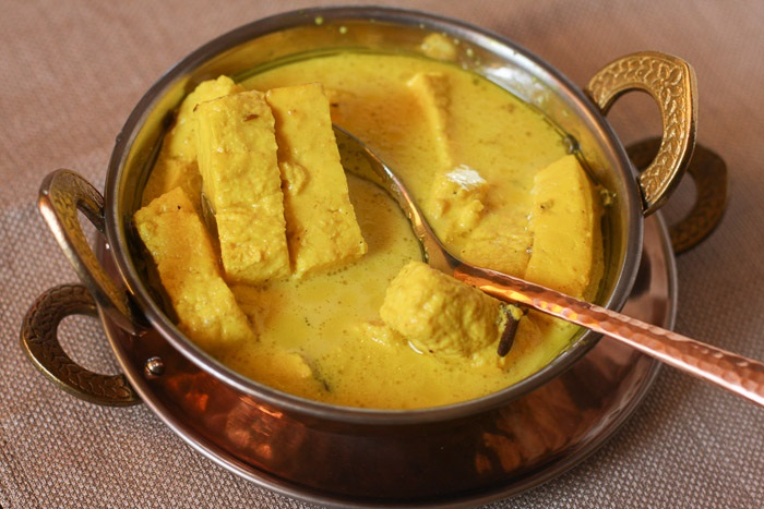Photo Credit  http://www.spiceroots.com/chaman-kaliya-cardamom-fennel-scented-paneer/