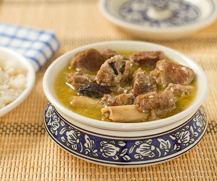 Photo Credit http://swatisani.net/kitchen/recipe/kashmiri-yakhni-mutton/