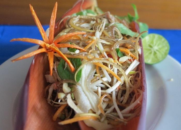 Photo Credit  http://m.thanhnien.com.vn/story/dan-da-mon-nom-hoa-chuoi-tai-heo-sid-871154