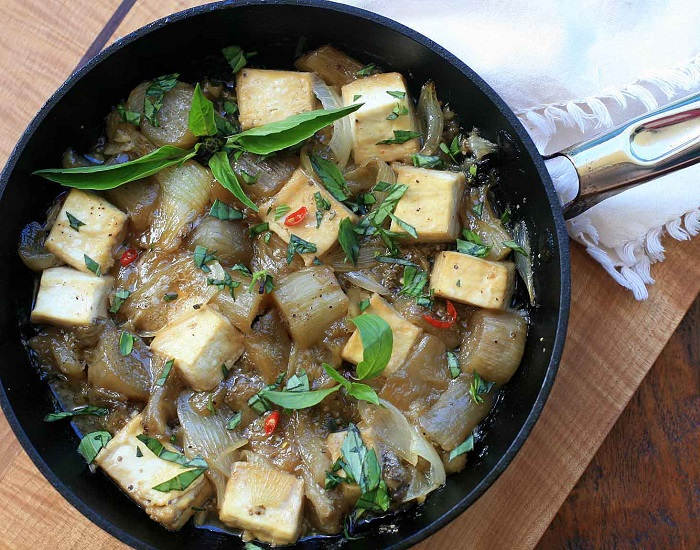 Photo Credit  http://www.girlcooksworld.com/2012/07/ca-tim-dau-hu-kho-braised-eggplant-with-tofu.html